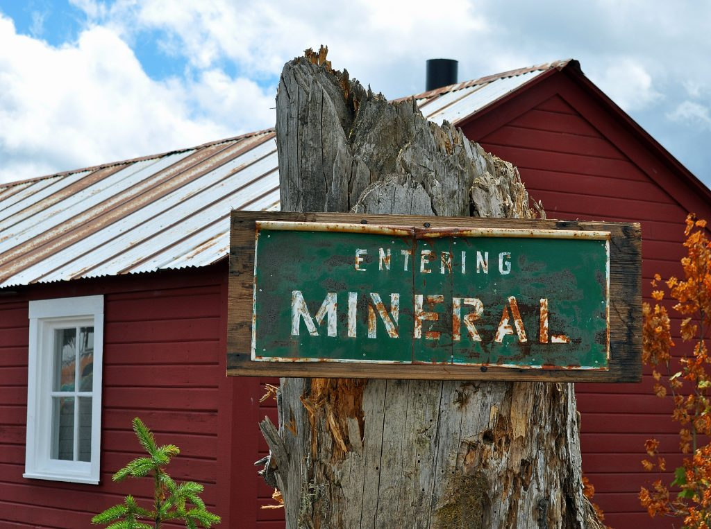 Entering Mineral Sign Post